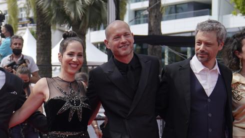 Nadav Lapid (centro), en el Festival de Cannes.