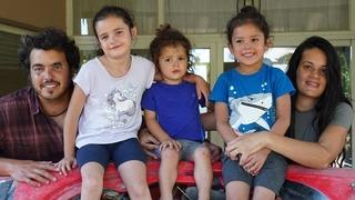 Gilad Lahiani junto a su familia.