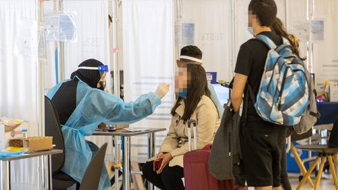 Centro de pruebas de coronavirus en el aeropuerto Ben Gurion.