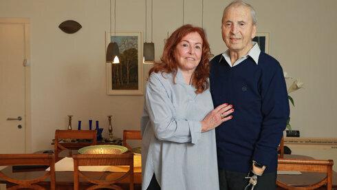Yekutiel Gershoni junto a su esposa.