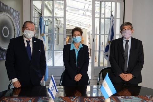 Galit Ronen, embajadores de Israel en Argentina, durante la ceremonia.