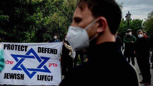 Vigilia contra el antisemitismo frente a una sinagoga en Berlín.