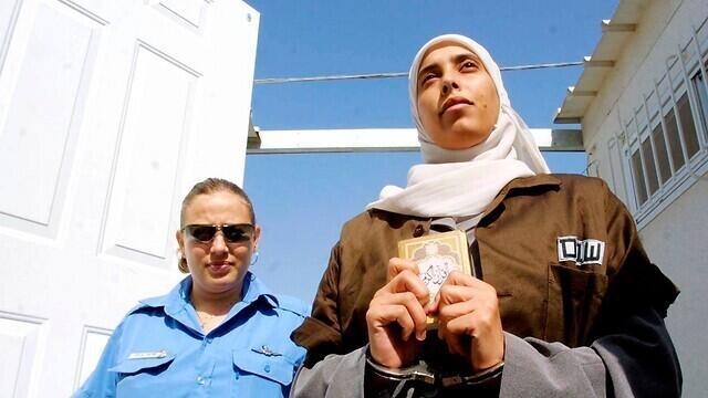 Ahlam al-Tamimi mientras es detenida por Israel.