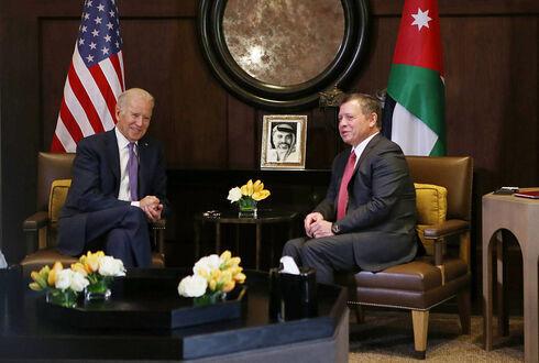 El entonces vicepresidente de Estados Unidos, Joe Biden, se reúne con el rey de Jordania, Abdalá II, en la capital jordana, Ammán, en 2016.