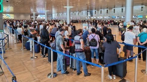 Largas filas en el Aeropuerto Ben Gurion el domingo.