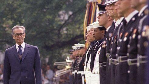 El Sha Mohammad Reza Pahlavi de visita en Washington, 1975.