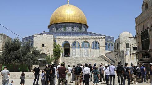 Peregrinos judíos en el Monte del Templo durante la conmemoración de Tisha B'Av.