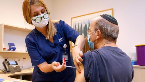 Aplicación de terceras dosis de la vacuna contra el coronavirus a pacientes con inmunodeficiencias.