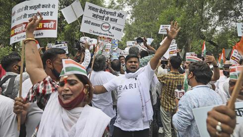 Grupos opositores se manifestaron cerca del Parlamento.