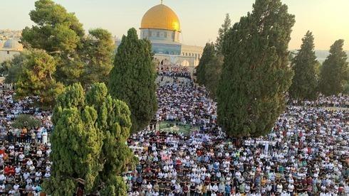 Miles de fieles celebran Eid al-Adha en el Monte del Templo.