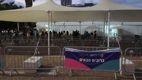 Centro de pruebas de coronavirus en la Plaza Rabin de Tel Aviv.