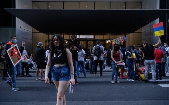 Manifestación en solidaridad con Palestina, en las puertas del Museo de Arte Moderno de la ciudad de Nueva York.