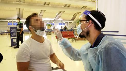Prueba de coronavirus en el Aeropuerto Ben-Gurion.