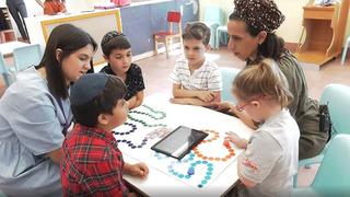 Interacción entre niños de diferente nivel cognitivo.