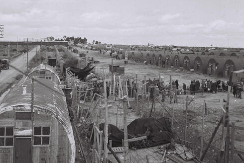 Refugiados judíos que se preparan para abandonar un campamento británico en Chipre, el 10 de febrero de 1949.