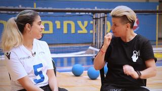 Conversación entre Roni Ohayon (izq.) y Silvi Jan.