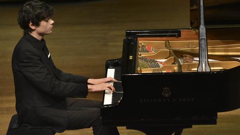 Uno de los pianistas que formó parte de las clases.