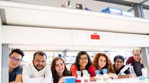 Estudiantes en un laboratorio del Technion.