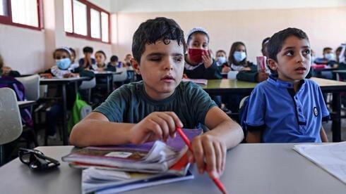 Mohammed Shaban se sienta junto a sus compañeros de clase en la escuela de Beit Lahia.