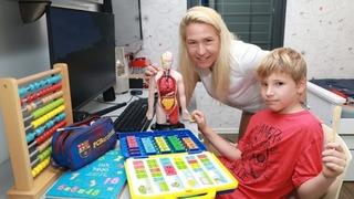 Michal Schwartzman optó por la educación en el hogar para su hijo Yanai.
