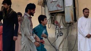 Al menos 13 personas murieron en la explosión ocurrida fuera del aeropuerto de Kabul.