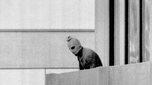 Un terrorista palestino durante la masacre de Múnich.