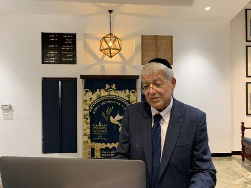 El líder de la comunidad judía bahreiní, Ebraim Nonoo, durante el evento de Selijot.