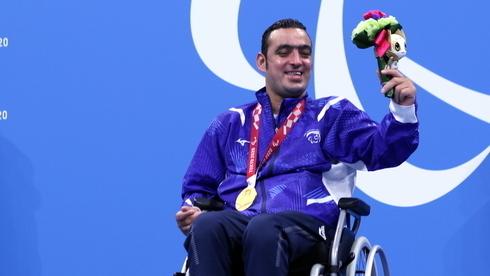 Iyad Shalabi con su segunda medalla de oro.