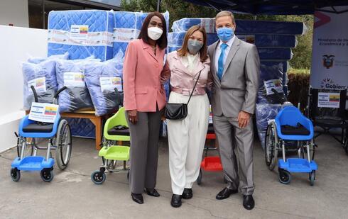 El embajador de Israel en Ecuador, junto a la primera dama ecuatoriana y la ministra de Inclusión Social.