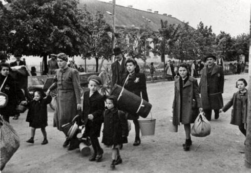 Judíos deportados de Stropkov, Eslovaquia en mayo de 1942.
