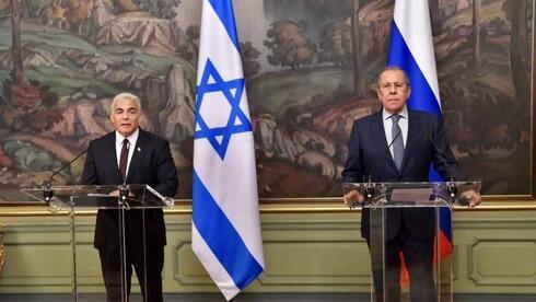 Lapid y su homólogo ruso Sergei Lavrov  dieron una declaración conjunta en Moscú.
