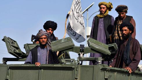 Combatientes talibanes durante un desfile de la victoria en Kandahar.