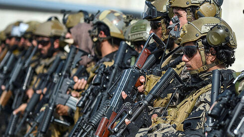 Combatientes talibanes después de tomar el control del aeropuerto de Kabul la semana pasada.