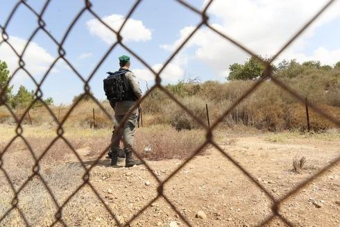 Soldado israelí de guardia en un puesto de control de Cisjordania.