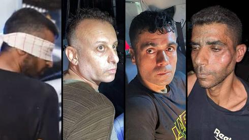 Los cuatro prisioneros que fueron capturados durante la noche después de una persecución de cinco días.