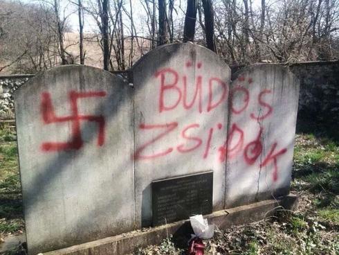 Un cementerio judío de Budapest vandalizado en 2014.