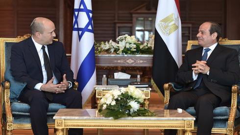 El primer ministro Naftali Bennett y el presidente egipcio Abdel Fattah el-Sisi se reúnen el lunes en el balneario de Sharm el-Sheikh, en la costa del Mar Rojo.