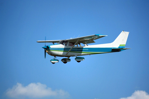Un Cessna 182.