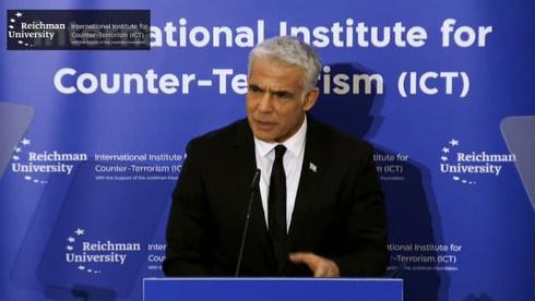 El canciller Yair Lapid durante su discurso en la conferencia del Instituto Internacional para la Lucha contra el Terrorismo en la Universidad Reichman en Herzliya.