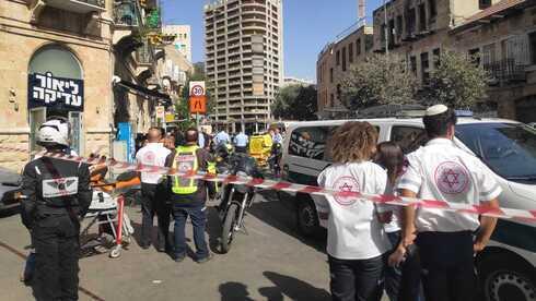 Paramédicos en la escena del incidente en Jerusalem.