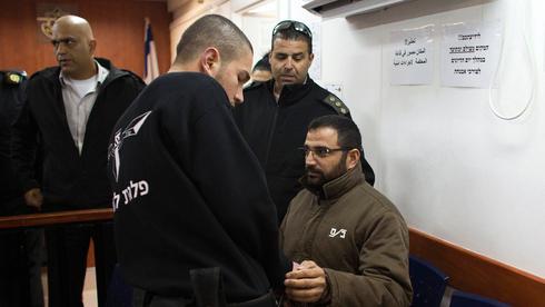 El terrorista de Hamás, Hussam Qawasmeh en el tribunal.