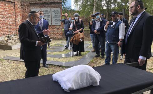 La comunidad judía de Varsovia celebra el funeral para la víctima del Holocausto no identificada.