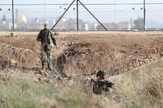 El 12 de septiembre, soldados israelíes toman posición cerca de la frontera con Cisjordania, en busca de los prófugos que habían escapado de una cárcel de máxima seguridad de Israel.