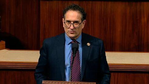 Andy Levin, demócrata de Michigan, habla en la Cámara de Representantes.