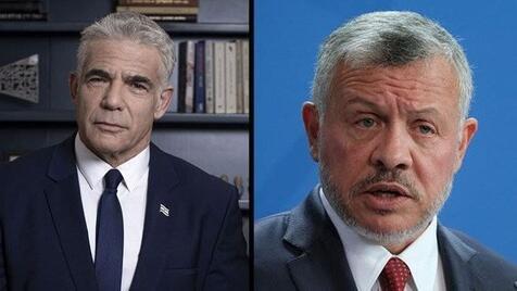 Yair Lapid, ministro de Relaciones Exteriores (izq.), rey Abdullah II de Jordania.
