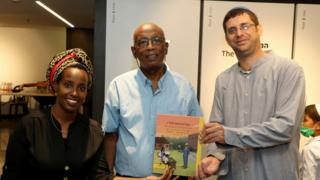 Yossi y Ruty Toretzky con el prisionero etíope de Sión, Yaakov Elias.