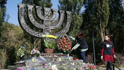 Monumento en memoria de las víctima de Babi Yar en Kiev, Ucrania.