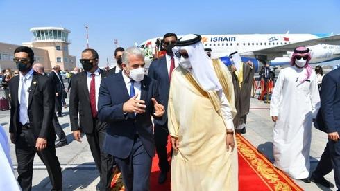 El canciller Yair Lapid llega a Bahrein.