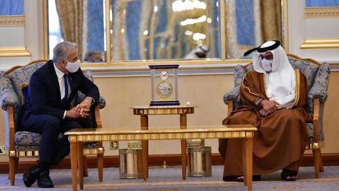 El canciller Yair Lapid y el príncipe heredero de Bahrein.
