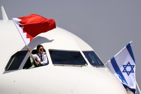Un avión Gulf Air A320 procedente de la capital de Bahréin, Manama, llega al aeropuerto Ben Gurion.